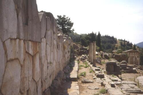 Muraglia presso l Oracolo di Apollo