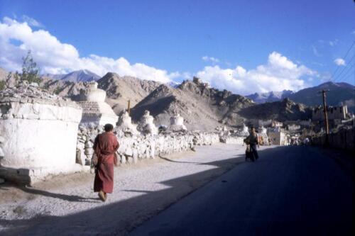 gli stupa ed il monaco